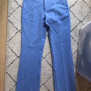 Smukkeste blå bukser brugt en enkelt gang