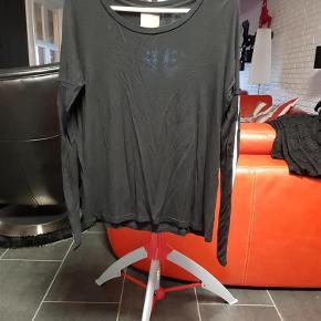 Brand: Nü by staff Luxury Varetype: Bluser (75 kr) Farve: Sort