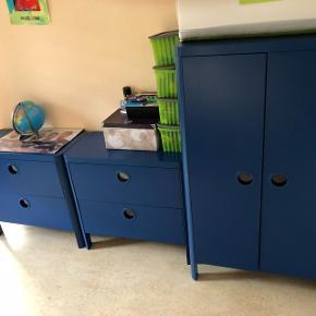 Chambre pour enfants avec lit et matelas et deux comonde et un armoire tout pour 300frs à discuter