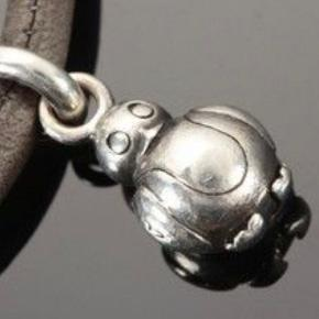 Ole Lynggard  Charm - Sweet Drop Charm MY FRIEND PENGUIN - Sterling sølv oxidized