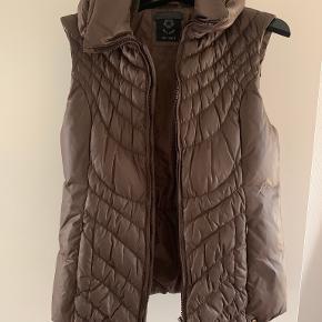 Milestone vest