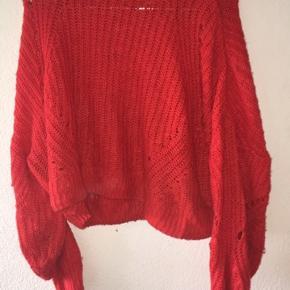 Sælger denne sweater fra H&M. Sweateren er brugt meget så den er noget slidt:)