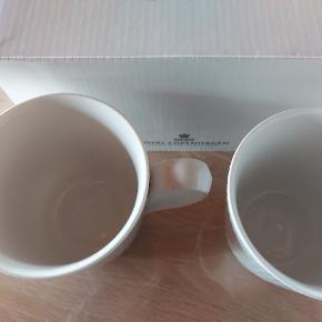 White Fluted 28 cl Krus..har 2 kasser med 2 styk i hver...sælges samlet til prisen på annoncen plus porto Læg kun bud hvis  interesseret