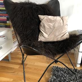 """Butterfly stol i sort læder, 2 år gammel og sjælden brugt. Brugt som """"pyntestol""""."""