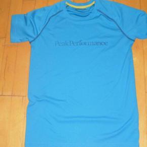Varetype: T-shirt Farve: Blå Oprindelig købspris: 375 kr.  #30dayssellout   Super flot stand, nærmere NSN end GMB