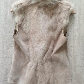 Virkeligt lækker vest I skind/pels