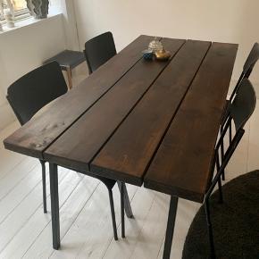 Spisebord, Plankebord, mørk bejdset. Hay Loop bordben følger med. Måler, 79x159