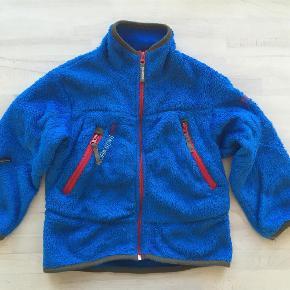 Varetype: Dejlig Fleece Størrelse: 120 Farve: Blå Oprindelig købspris: 299 kr.  Fejler intet. Varm og lækker.  Sänder med DAO om inget annat avtalas.   Mvh Sandra