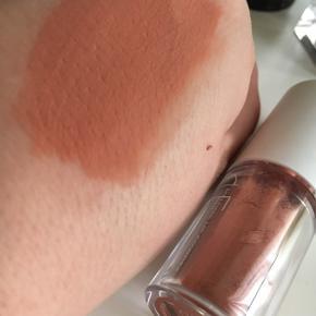 Cle lip+cheek melting powder 😍 kun swatchet