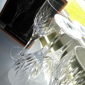 Smukke Nachmann Imperial vinglas. 4 stk. Krystal med fine slibninger. Robuste. Ingen ridster, skræmmer eller skår