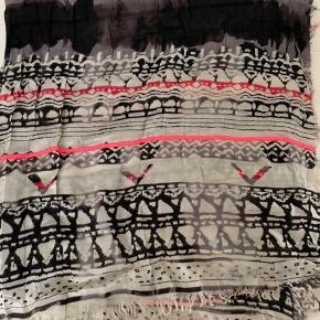 Fint tørklæde fra Noa Noa, aldrig brugt