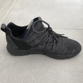 Helt nye og ubrugte Cortica sneakers sælges i str. 41. Stadigvæk i original emballage.  Nypris 900 kr.