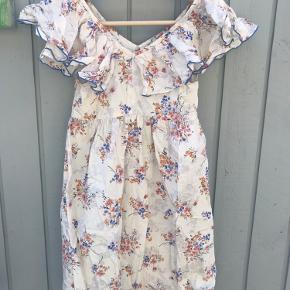 Rigtig fin sommerkjole fra Zara. Str. hedder 164, men den er lille i str.
