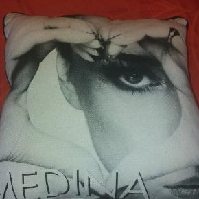 Stor sofapude med Medina.
