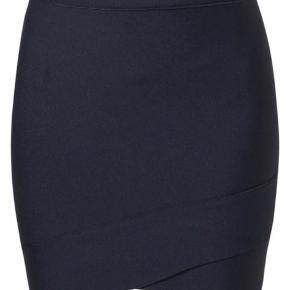 Fed ny nederdel i kraftigt stretchstof. SE OGSÅ MINE MANGE ANDRE ANNONCER 🥰