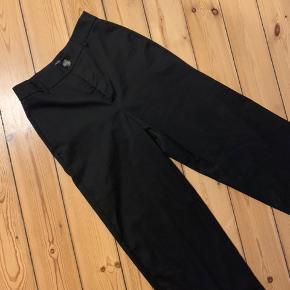 Fineste cargo agtige bukser med vidde ben. Aldrig brugt. Passes af en small!