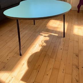 Super fint sofabord (kan dog sagtens bruges i andre rum) fra designer zoo