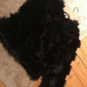 Sælger min flotte sorte pels jakke  Brugt en enkel aften