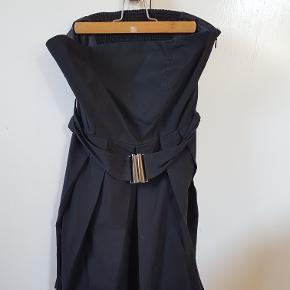 Ballon kjole fra Only. Brugt 3 gange. Med aftagelige stropper.
