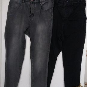 2 par Zizzi stretch jeans. Model: Amy (Extra slim) str. 46 L. 78. Brugt hver især 2 gange og vasket 1 gang.  Sort og forvasket sort. Sælges samlet for kr. 200 eller hver for sig for kr. 125,-  BYTTER IKKE!