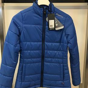 ae50b107145 Varetype: jakke Farve: Blå Oprindelig købspris: 1800 kr. Prisen angivet er  inklusiv