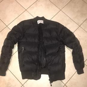 Sælger min han kjøbenhavn jakke, da jeg ikke kan passe den mere.  BYD gerne :-)
