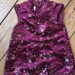 H&m kjole str 68 - fast pris -køb 4 annoncer og den billigste er gratis - kan afhentes på Mimersgade 111 - sender gerne hvis du betaler Porto - mødes ikke andre steder - bytter ikke