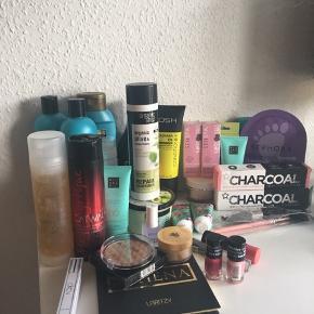 Diverse ubrugte produkter.  -Blandt andet Calvin Klein Parfume Alt er nyt og ubrugt pånær Gosh Giant blush ( testet en enkel gang på hånden) -Se resten af produkterne i mit andet opslag Priserne stå på billedet