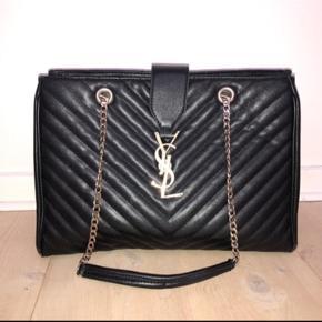 YSL Replica skuldertaske i ægte skind. God stand, og super elegant og flot taske.   BYD