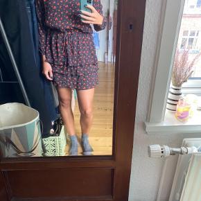 Mega Nice sæt, som består af nederdel og bluse