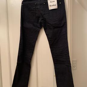 Aldrig brugt - klassiske jeans Acne