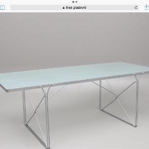 Varetype: Bord Størrelse: 220 Farve: Grå Oprindelig købspris: 2800 kr.  Fint glasbord med stål ben designet til IKEA af gammelgård , bordet har et råt look