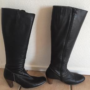 Meget velholdte klassiske støvler fra Billi bi, brugt få gange.