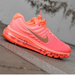 De 2 første billede er lånt fra google- bare så man bedre kan se farven ☺️ Super fine Nike i en pink/lyserød farve i str. 38,5, kun brugt indenfor🌸