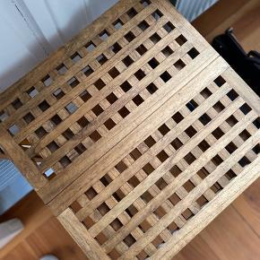 LIlle trip trap klap bord. Mål: 50x50x 50 BYD endelig