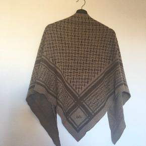 """Lækkert tørklæde fra Lala Berlin. Tørklædet er brugt en gang i kort tid, så tillader mig at sæt standen i """"næsten som ny"""" :)  Ingen skambud eller byttehandler"""