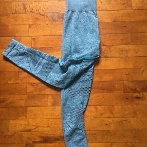 Tights fra IcanIwill, 7/8 seamless high waist i farven teal.  Brugt få gange. Fejler intet.