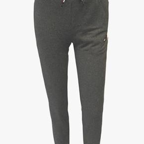 Helt nye TOMMY SPORT bukser stadig med mærke på.   Str. XS   Befinder sig i Aarhus