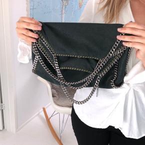 Grøn Stella Mccartney taske. 37x37. Kvittering og dustbag haves. Mp 3400
