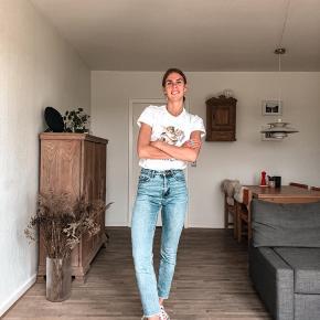 Fine jeans fra ONLY. Er blevet afkortet i benene, så de har ankellængde. Super cool.   Str: 27/30  #secondchancesummer