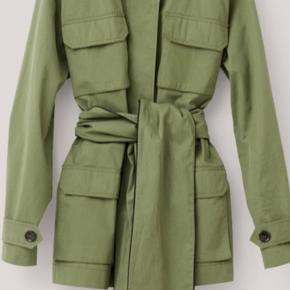 Grøn Ganni jakke  Bytter ikke