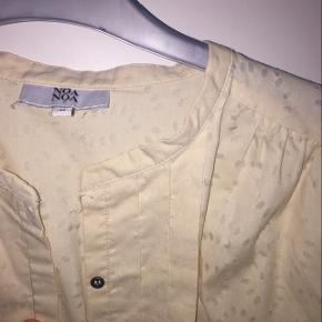 Meget fin skjorte fra Noa Noa - str. M  📍Afhentning i Århus C / Kan sendes (på købers regning)