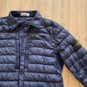 Fed overgangs jakke fra Stone Island.  brugt få gange, str. Xl, passer m og l.