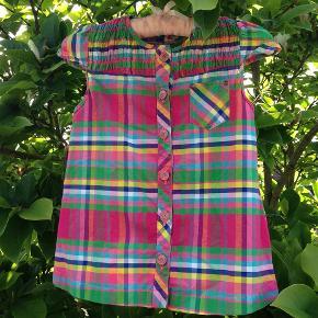Varetype: Smuk Tunika/Kjole/Bluse Størrelse: 5- 8 år Farve: Multi  Smuk tunika/kjole/bluse i flotte farver. Spør efter mål
