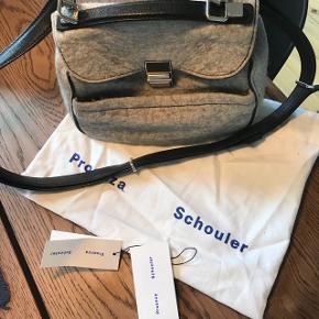 Proenza schouler mini Kent taske i det smukkeste filt.  Standen er super god så en blanding imelllem god men brugt og næsten som ny ☺️