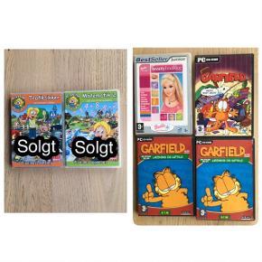 Jeg sælger en masse PC spil med bl.a, Pixeline, Garfield, Barbie, Fætter Kanin og mange andre. Sælger dem for 20kr pr. stk.  Billede 1: alle de spil jeg sælger. Billede 2: Pixeline - Trafiksikker. Pixeline - Matematik 2. Barbie - beauty boutique. Garfield - Mess? What Mess? 2x Garfield - Læsning og udtale.   Billede 3:Fætter Kanin 2 - Halløj på osteøen. Fætter Kanin 2 - Den store stjernejagt. Madagascar - mini mayhem. Jungledyret Hugo - frikadellekrigen. Rasmus Klump - Fnullers isbod. Magnus og Myggen - Quizkampen.  Kommer fra et ikke ryger hjem. Afhentes i 2990 Nivå eller sendes mod betaling  MAGNUS OG MYGGEN-QUIZKAMPEN ER SOLGT PIXELINE- TRAFIKSIKKER ER SOLGT PIXELINE- MATEMATIK 2 ER SOLGT