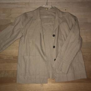 H&M jakke aldrig brugt da den ikke passede mig. Str 34