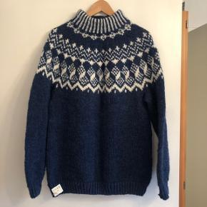 Islandsk sweater, håndstrikket i inca uld. Desværre købt i forkert str.   Bytter ikke.