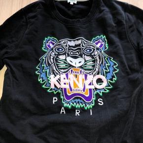 Sweatshirt fra Kenzo. Str. Xl men passes af en S