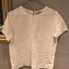 Flot Skjorte/ T-shirt fra Pieces🌸